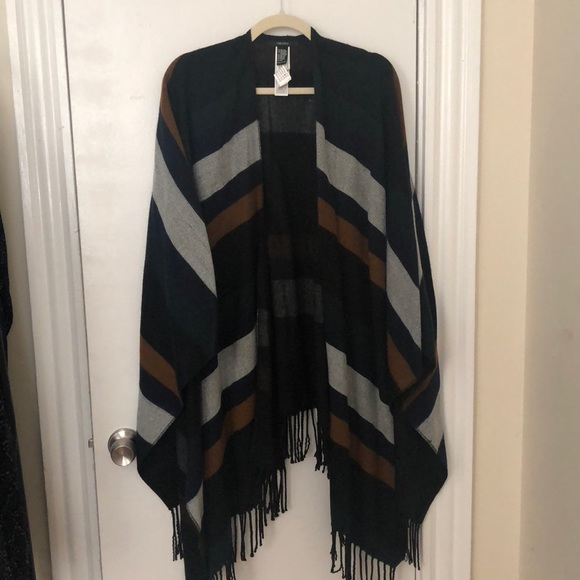 Forever 21 Jackets & Blazers - NWOT: poncho